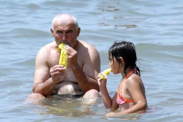 Yurdum insanı plajda 2