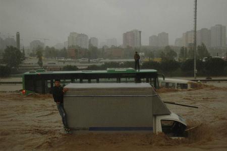 İstanbul'da sel kurbanlarının sayısı artıyor 12