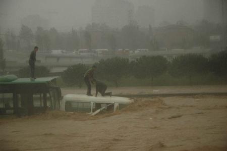 İstanbul'da sel kurbanlarının sayısı artıyor 15