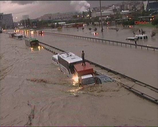 İstanbul'da sel kurbanlarının sayısı artıyor 18