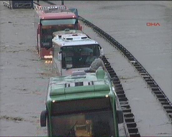 İstanbul'da sel kurbanlarının sayısı artıyor 19