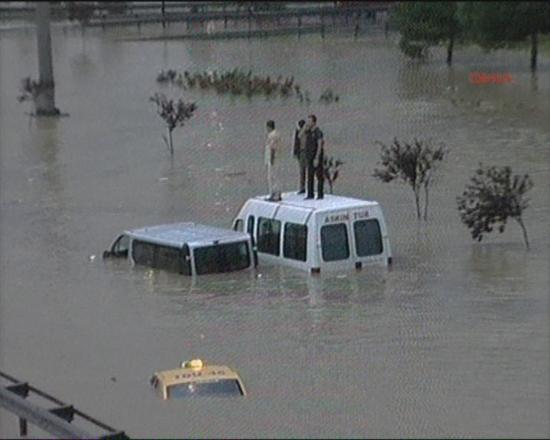 İstanbul'da sel kurbanlarının sayısı artıyor 21