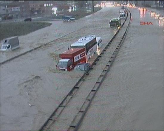İstanbul'da sel kurbanlarının sayısı artıyor 23