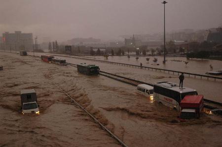 İstanbul'da sel kurbanlarının sayısı artıyor 6
