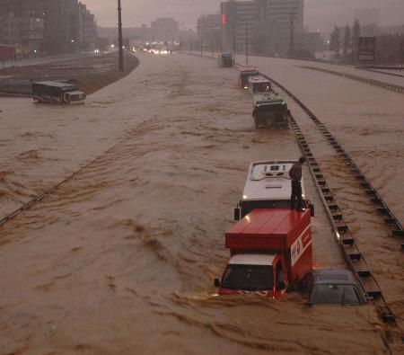 İstanbul'da sel kurbanlarının sayısı artıyor 7