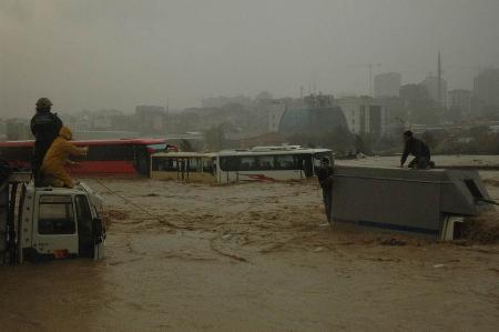 İstanbul'da sel kurbanlarının sayısı artıyor 9
