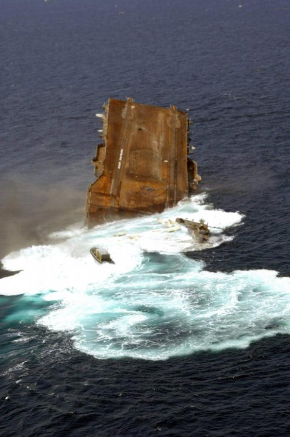 Amerikan Savaş Gemisi Böyle Battı 14