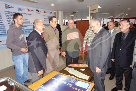 Bakan Yıldırım katılımcılar ve ziyaretçilerle yakından ilgilendi 3