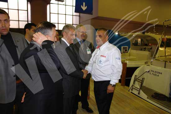 Bakan Yıldırım katılımcılar ve ziyaretçilerle yakından ilgilendi 30