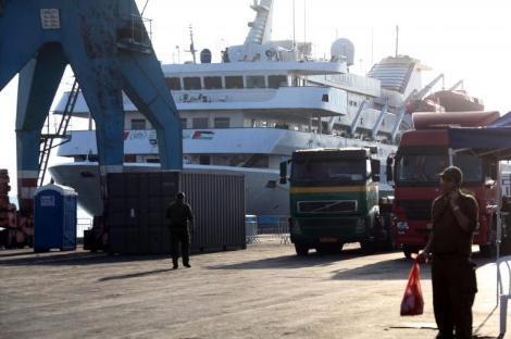 Yardım gemisinden çıkan malzemeler 7