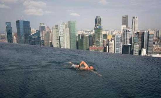 Şehir manzaralı yüzme havuzu 1