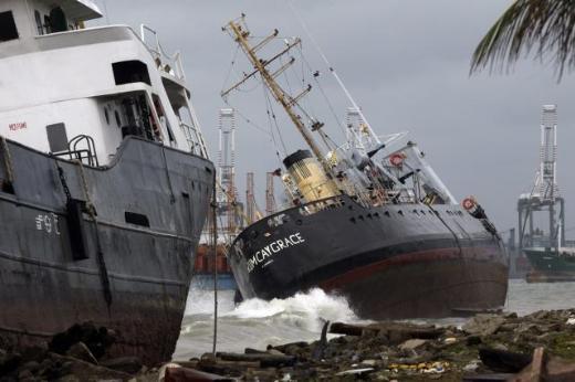 6 gemi Panama'da karaya oturdu 3