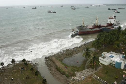 6 gemi Panama'da karaya oturdu 8