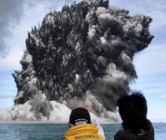 Deniz dibinde yanardağ patladı 10