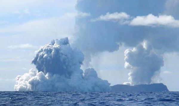 Deniz dibinde yanardağ patladı 13