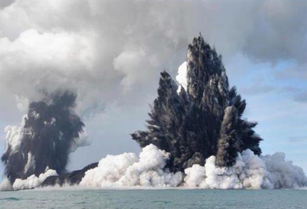 Deniz dibinde yanardağ patladı 14