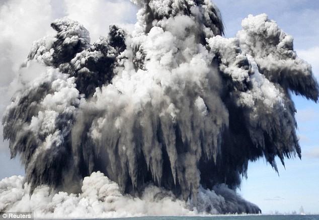 Deniz dibinde yanardağ patladı 2