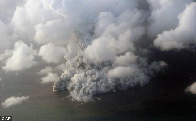 Deniz dibinde yanardağ patladı 6