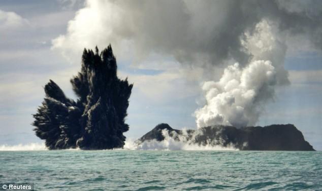 Deniz dibinde yanardağ patladı 7