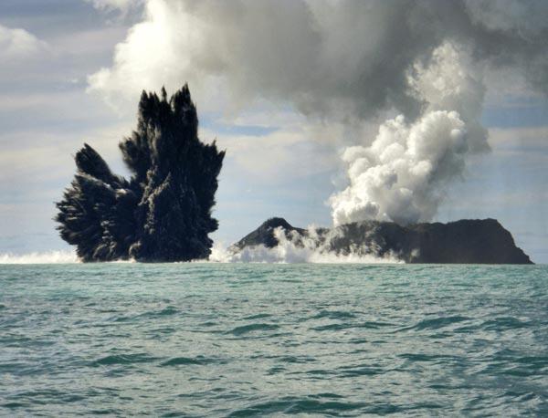 Deniz dibinde yanardağ patladı 9