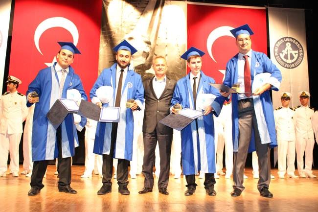 PRÜ, ilk mezunlarını dünya denizlerine armağan etti 34