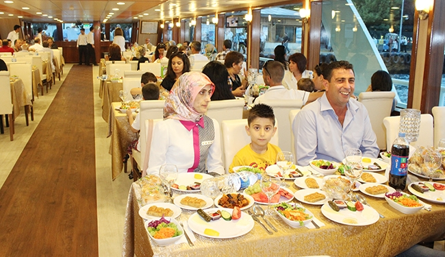 Mavi Marmara'dan Boğaz'da iftar yemeği 7