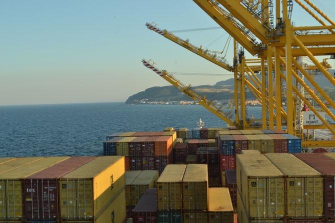 Asyaport'a ilk gemi yanaştı 16