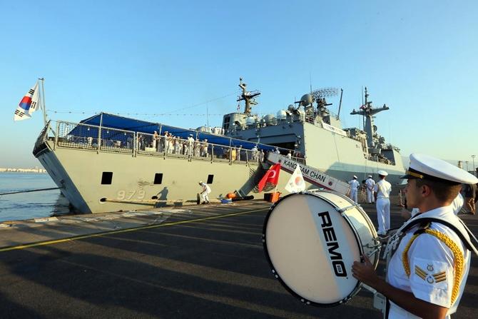 Kore Donanması'na ait iki gemi İzmir'e geldi 2