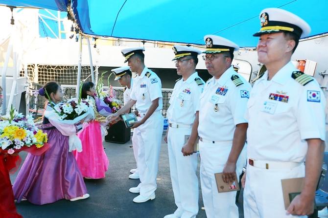 Kore Donanması'na ait iki gemi İzmir'e geldi 5