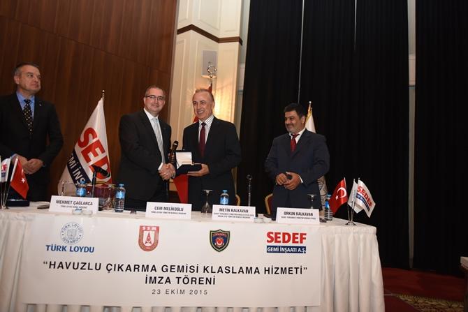 Türkiye'nin en büyük askeri gemisi için imzalar atıldı 14
