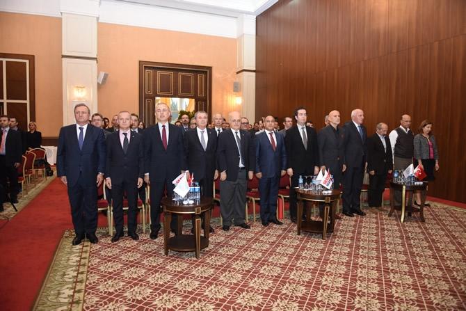 Türkiye'nin en büyük askeri gemisi için imzalar atıldı 2