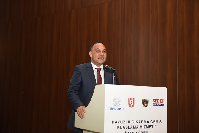 Türkiye'nin en büyük askeri gemisi için imzalar atıldı 9