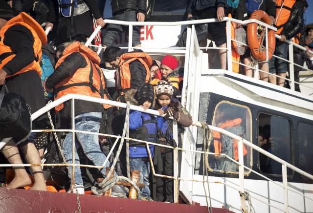 Karaya ulaşan sığınmacıların mutlu sonu 11