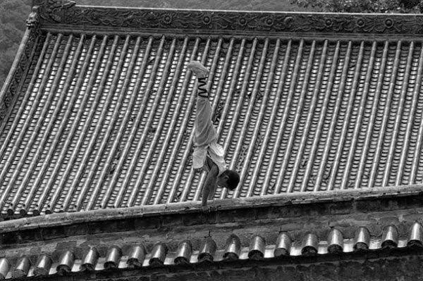 Shaolin rahiplerinin sıra dışı antrenmanı 12