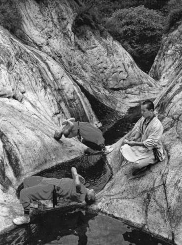 Shaolin rahiplerinin sıra dışı antrenmanı 14