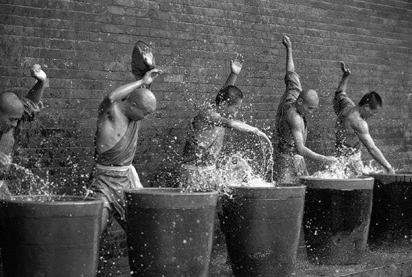 Shaolin rahiplerinin sıra dışı antrenmanı 16