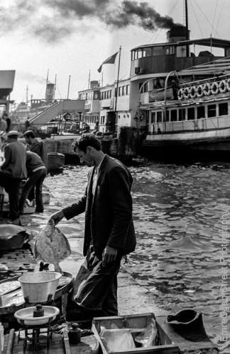 Balık dolu siyah beyaz İstanbul 23