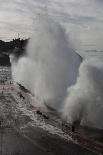 9 metrelik dev dalgalar 10