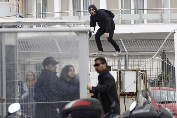 Göçmenler yola çıktığı esnada aktivistlerden protesto 10