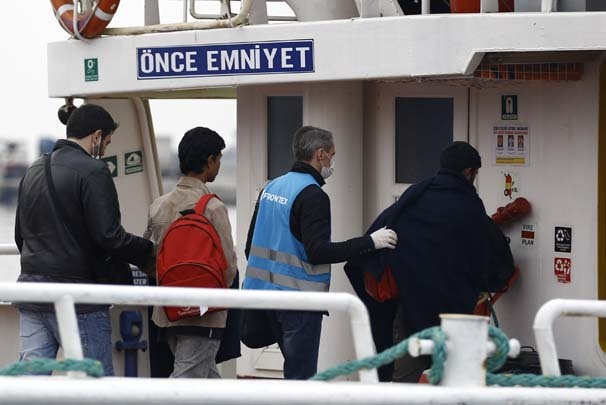 Göçmenler yola çıktığı esnada aktivistlerden protesto 17