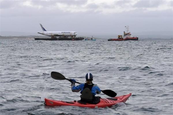 Uçak denizden taşındı 6