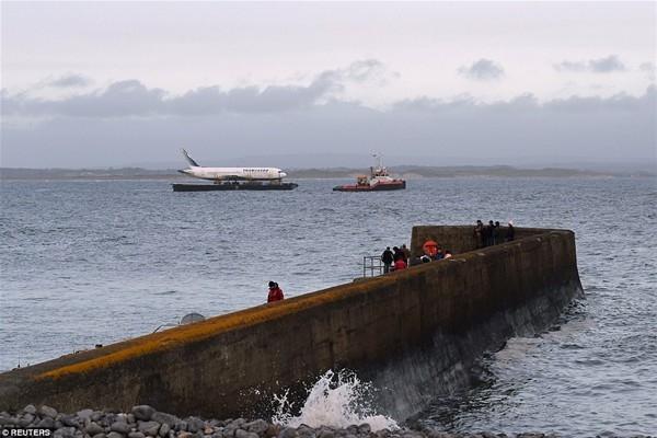 Uçak denizden taşındı 7