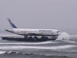 Uçak denizden taşındı