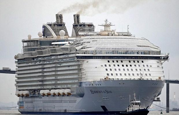 Dünyanın en büyük gemisi suya iniyor 1