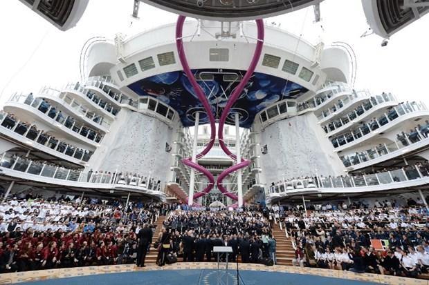 Dünyanın en büyük gemisi suya iniyor 12