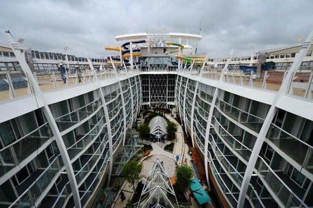 Dünyanın en büyük gemisi suya iniyor 15
