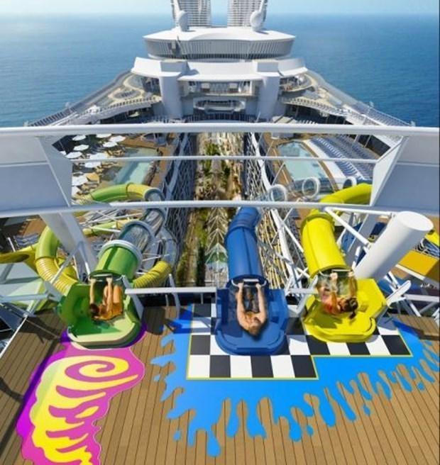 Dünyanın en büyük gemisi suya iniyor 22