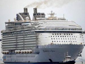 Dünyanın en büyük gemisi suya iniyor