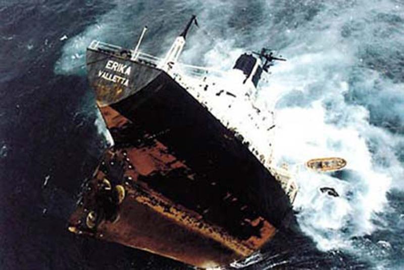Denizin neredeyse gemileri yuttuğu fırtınalar 1