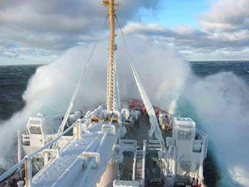 Denizin neredeyse gemileri yuttuğu fırtınalar 10